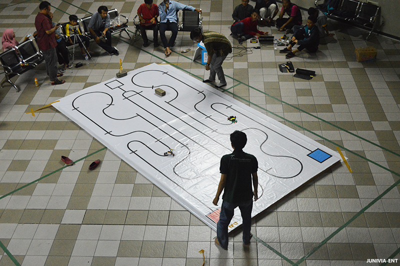 Perdana ROBOGP Seri 1 Hadir Guna Memotivasi Mahasiswa untuk Membuat Robot