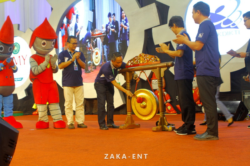 Pemukulan Gong Jadi Tanda Berakhirnya KRI Nasional 2018
