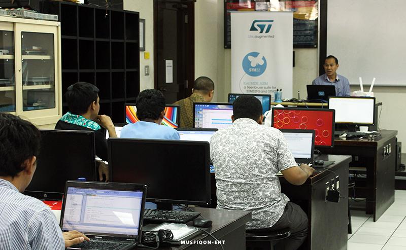 Hadapi Revolusi Industri 4.0 dengan Workshop STM32 Cube dan LoRa