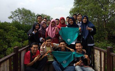 BEM PENS Bersama Mahetala Selenggarakan Aksi Peduli Lingkungan di Mangrove Surabaya