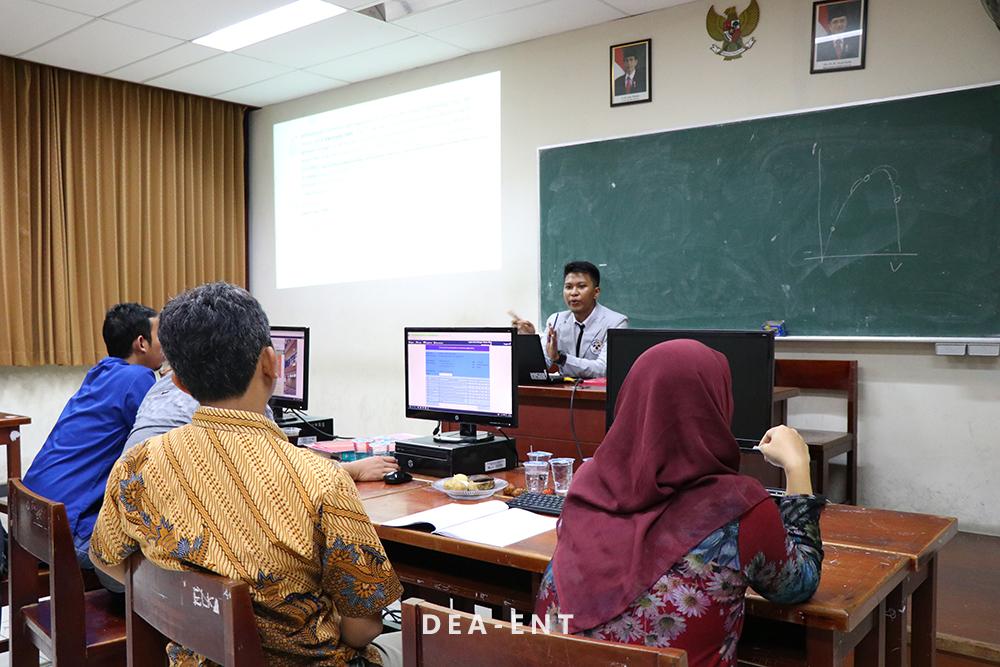 PENS Uji Kemampuan Mahasiswa Melalui Seminar Proyek Akhir