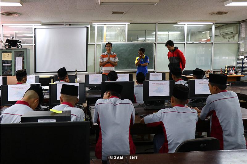 Kunjungi PENS, Siswa SMK Darul Ulum Bondowoso Dapatkan Wawasan Mengenai Robotika