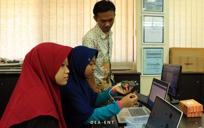 Beri Wawasan Mahasiswa Baru Teknik Elektronika Mengenai Arduino, PENS Helat Workshop Arduino
