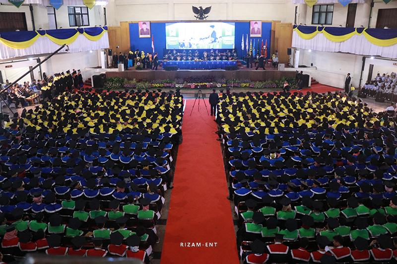 Prosesi Wisuda PENS ke-13,  Luluskan 892 Wisudawan dari Berbagai Jenjang
