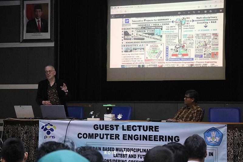 Beri Wawasan Teknologi Industri 4.0, Prodi Tekkom Hadirkan Prof. DR.-ING. Wolfram Stanek dalam Kuliah Tamu