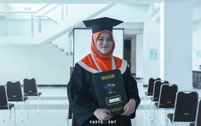 Saydza Atika Rahmah : Mahasiswa Penerima Beasiswa Pascasarjana PENS Lulus dengan Predikat Cumlaude