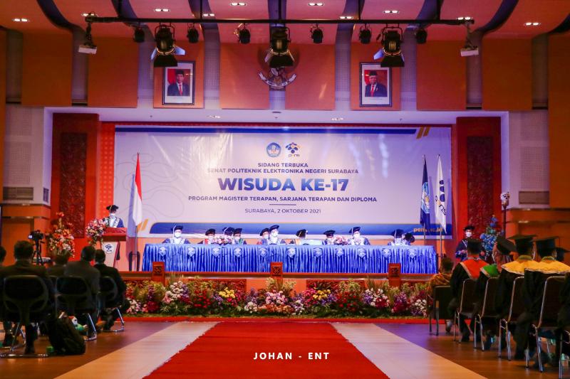 Luluskan 737 Wisudawan, PENS Helat Sidang Senat Terbuka Wisuda ke-17